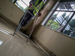 Installing & Leveling floor screed